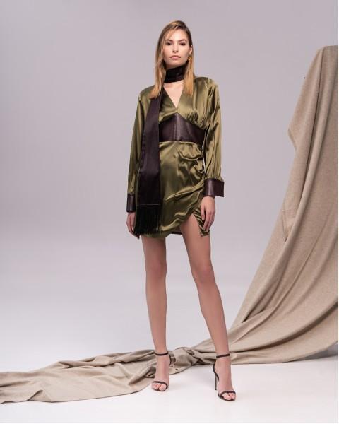 Сукня з декоративними елементами зелена