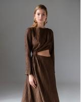 Сукня з розрізом на талії