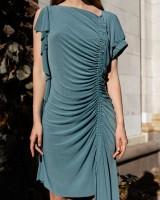 Міні-сукня зі збірками