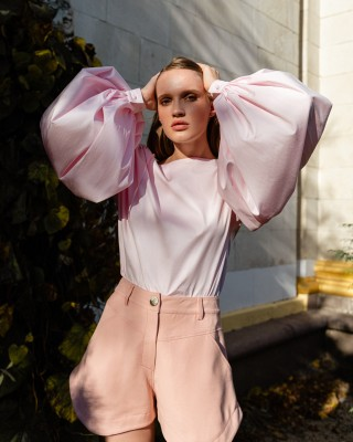 Blouse with air sleeves