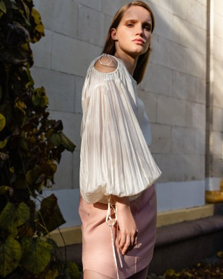Blouse with puffed sleeves