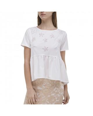 Белая блуза с воланом и вышивкой