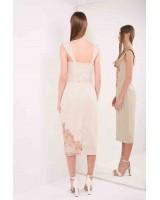 Корсетна сукня, декорована вручну пришитим мереживом