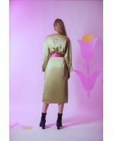 Сукня міді на запах з контрасним поясом і декоративною підв'язкою з принтом на спині